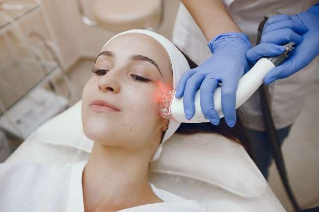 How Do Laser Facials Help? Visit A Skin Specialist In Indore